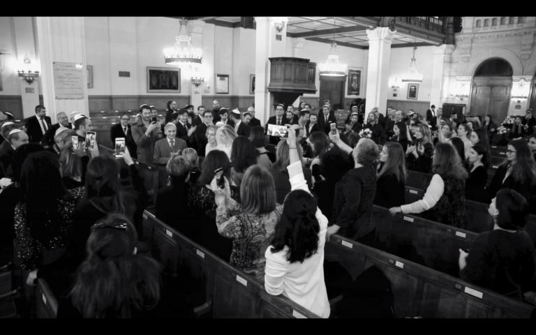 entree des maries houppa jour j yoni Elmaleh Chanteur synagogue les Tournelles